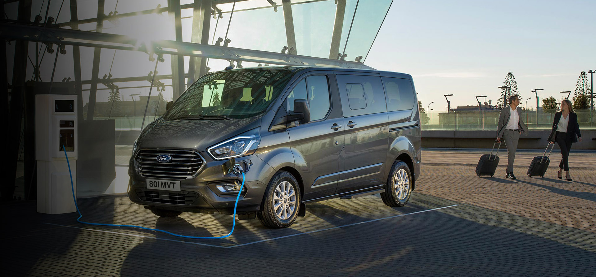 Der neue Ford Tourneo Custom Hybrid